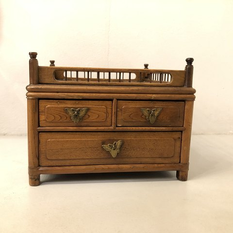 Small Chinese chest of drawers from the Qing 